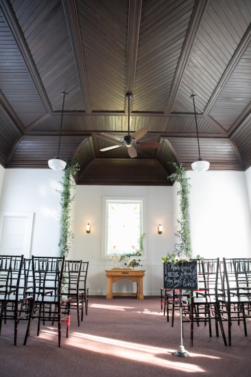 The simplicity of the chapel keeps the focus on the bride and groom.